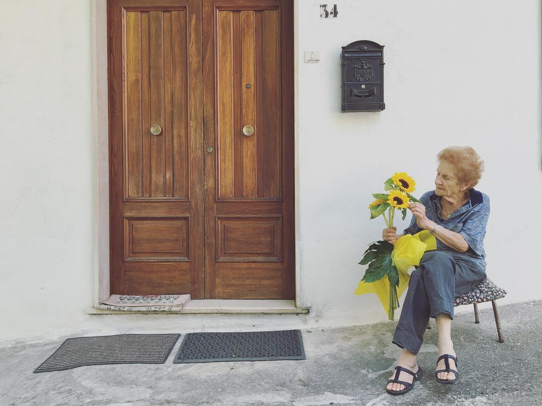 #nonnalina #grandma #sunflowers ?? #casacovello #grandparentshouse #childhoodmemories #aprigliano #calabria